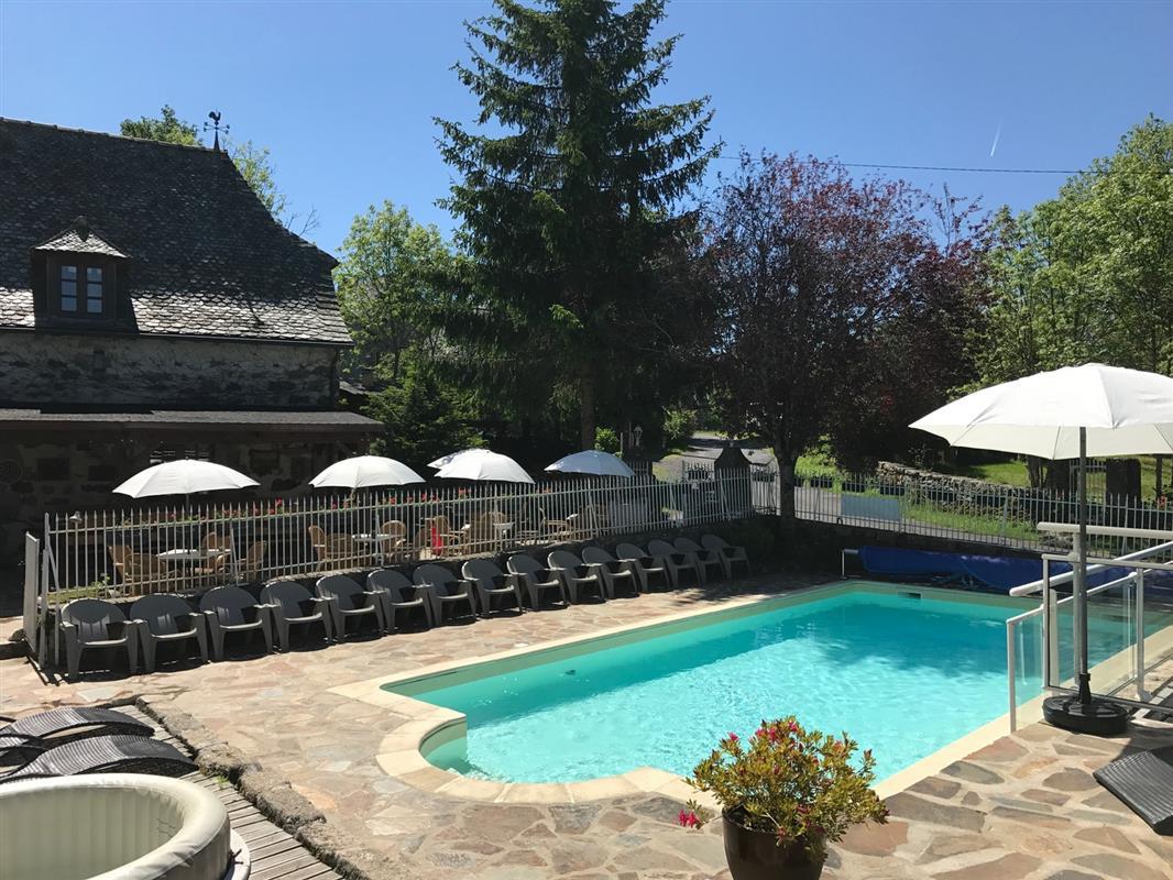 Piscine chauff e au camping argences en aubrac aveyron for Vacances en aveyron avec piscine